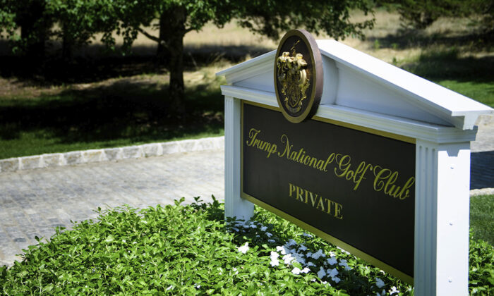 A sign is seen at an entrance to the Trump National Golf Club in Bedminster, New Jersey on Aug. 9, 2018. (Brendan Smialowski/AFP/Getty Images)