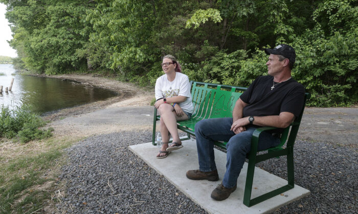 Dana and Ron Kutt dedicated a bench to their son, Jason, at the site of his death near Lake Nockamixon. (Steven M. Falk/The Philadelphia Inquirer/TNS)