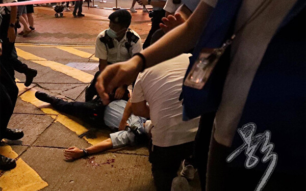 Leung Kin-Fai stabbed a policeman on duty in Causeway Bay and then stabbed himself in the chest in Hong Kong, on July 1, 2021. (Bai Ying/The Epoch Times)