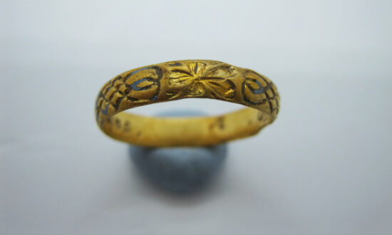 Metal Detectorist Discovers 400-Year-Old Gold Posy Ring Engraved With 2 Hearts