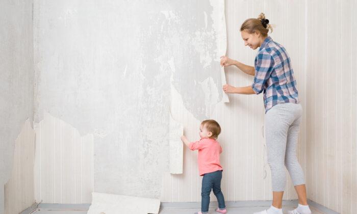 Plain white vinegar makes a great wallpaper remover. (FotoDuets/Shutterstock)
