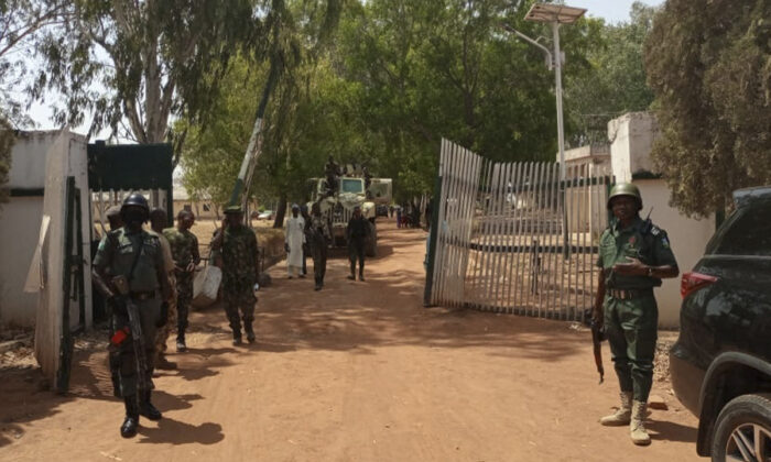 Nigerian soldiers and police officers in a file photo. (Bosan Yakusak/AFP via Getty Images)