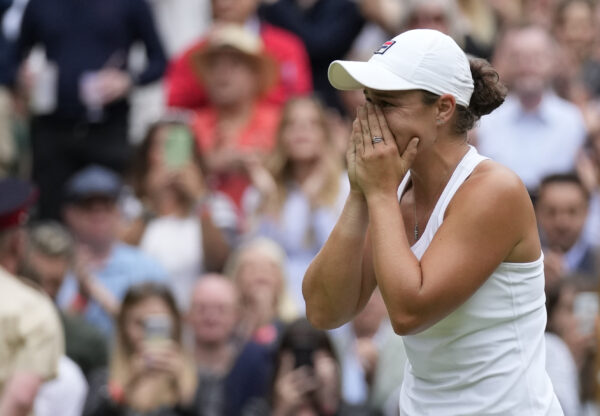 Ashleigh-Barty-reacts