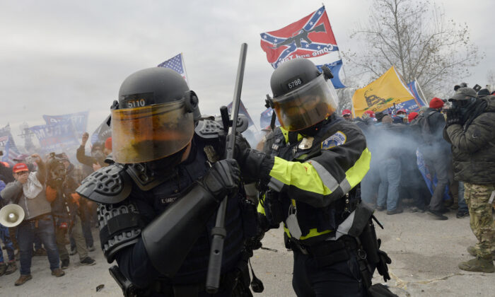 A mob clashes with law enforcement officers outside the U.S. Capitol in Washington on Jan. 6, 2021. (Joseph Prezioso/AFP via Getty Images)
