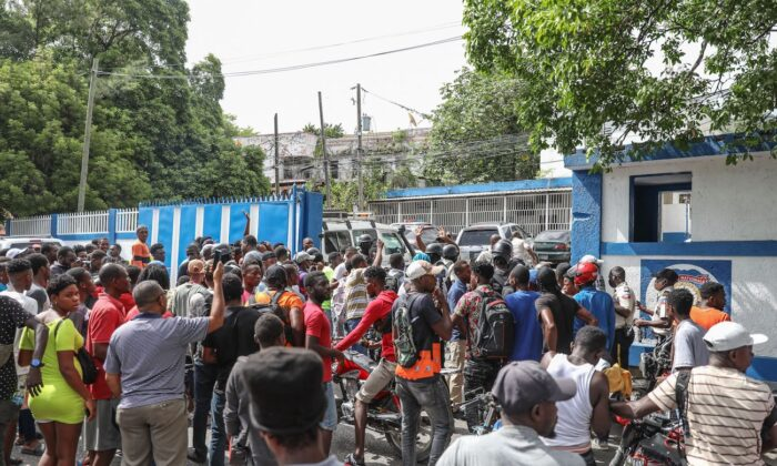 A crowd surrounds the Petionville Police station where armed men, accused of being involved in the assassination of President Jovenel Moise, are being held in Port au Prince, Haiti, on July 8, 2021. (Valerie Baeriswyl/AFP via Getty Images)
