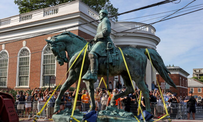 A statue of Confederate General Robert E. Lee is removed in Charlottesville, Va., on July 10, 2021. (Evelyn Hockstein/Reuters)