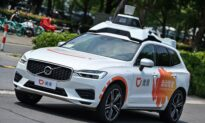'This is Thievery': Gordon Chang Decries China's Didi Crackdown Days After IPO
