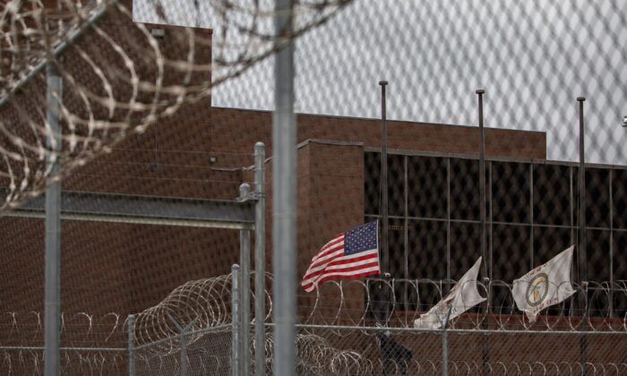 The Cook County Jail in Chicago on April 30, 2020. (Zbigniew Bzdak/Chicago Tribune/TNS)