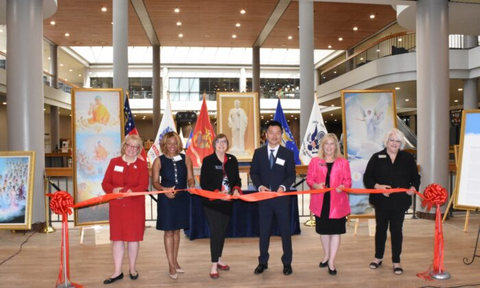 (From left to right) Suzi Voyles, president of Eagle Forum of Georgia, State Representative Mesha Mainor, State Senator Kay Kirkpatrick, Steve Sun, executive director of Falun Dafa Association of Atlanta, State Representative Shea Roberts, and Salleigh Grubbs, chairperson of Cobb County Republican Party, pose to cut the ribbon during the opening ceremony of The Art of Zhen Shan Ren International Exhibition held at the James H. 'Sloppy' Floyd Building on July 8, 2021. (The Epoch Times)