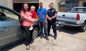 Police Officer Responds to Mom Stranded on Roadside With Blown Tire—Helps Her Get New Set for Free