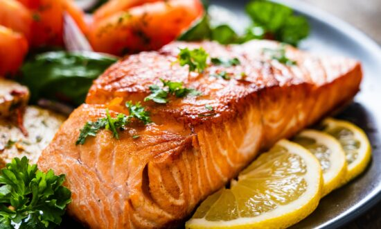 Diets Higher in Fish Fats, Lower in Vegetable Oils May Help Frequent Migraine Sufferers