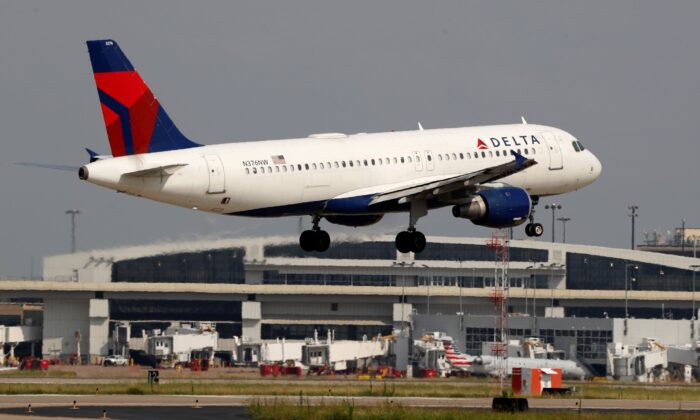 A Delta Airlines aircraft makes its approach at Dallas-Fort Worth International Airport in Grapevine, Texas, on June 24, 2019. (Tony Gutierrez/AP Photo)