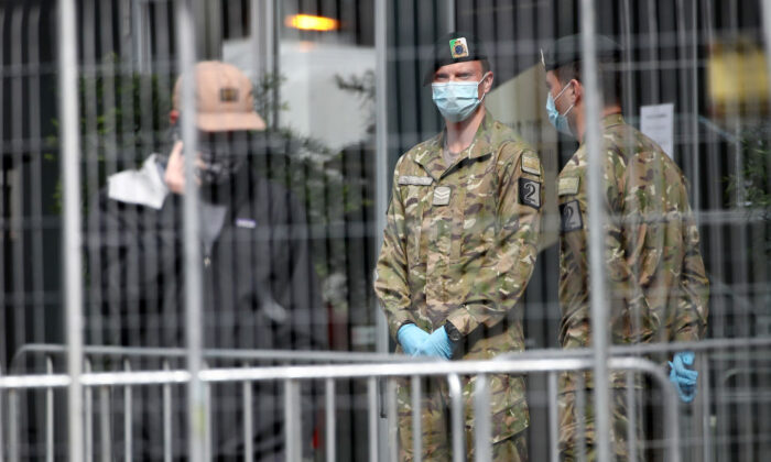 New Zealand Army personal guard the front of a hotel in Auckland's CBD which is used as a COVID-19 isolation facility on Sept. 7, 2020, in Auckland, New Zealand. (Fiona Goodall/Getty Images)
