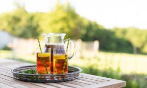 Sun or Stovetop? Iced Tea, 2 Ways