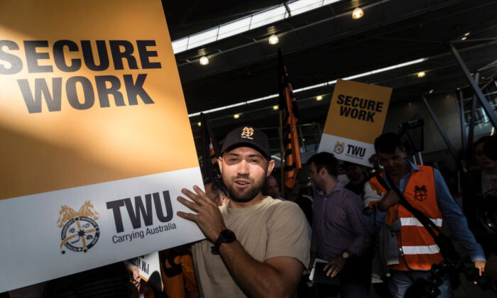 Jetstar staff, backed by the Transport Workers Union (TWU) protesting at Sydney Airport on February 19, 2020 (Brook Mitchell/Getty Images)