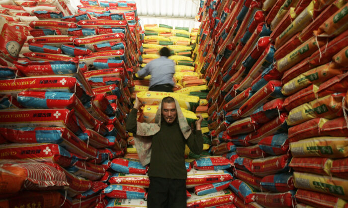 Chinese workers unload rice at a farm product market on April 8, 2008 in Wuhan, Hubei province, China. (China Photos/Getty Images)