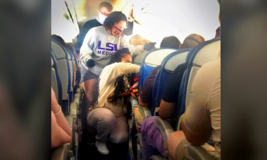 2 Medical Students Respond to Call for Passengers to Help During Mid-Air Emergency on Flight to Greece