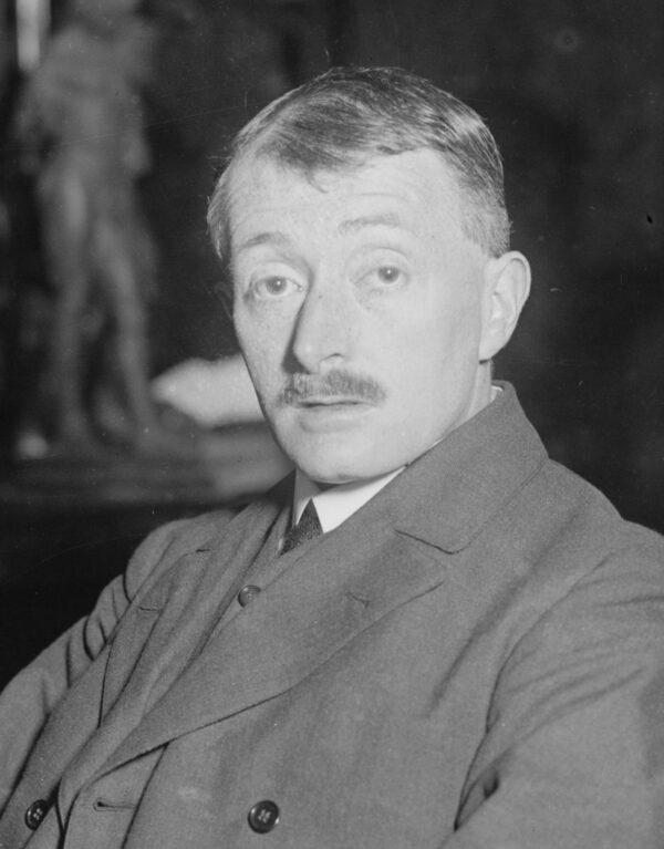 John_Edward_Masefield_in_1916