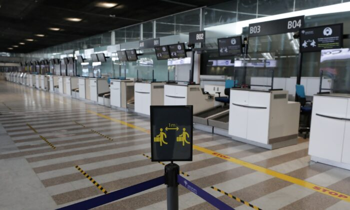 A sign to respect social distancing is seen at deserted check-in desks at Nice international airport as France closed its borders to travellers outside European Union due to restrictions against the spread of COVID-19 in France, on Feb. 1, 2021. (Eric Gaillard /Reuters)