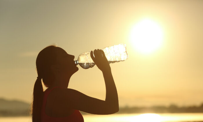 Keeping hydrated is the key to maintaining healthy skin during the summer. (Antonio Guillem/Shutterstock)