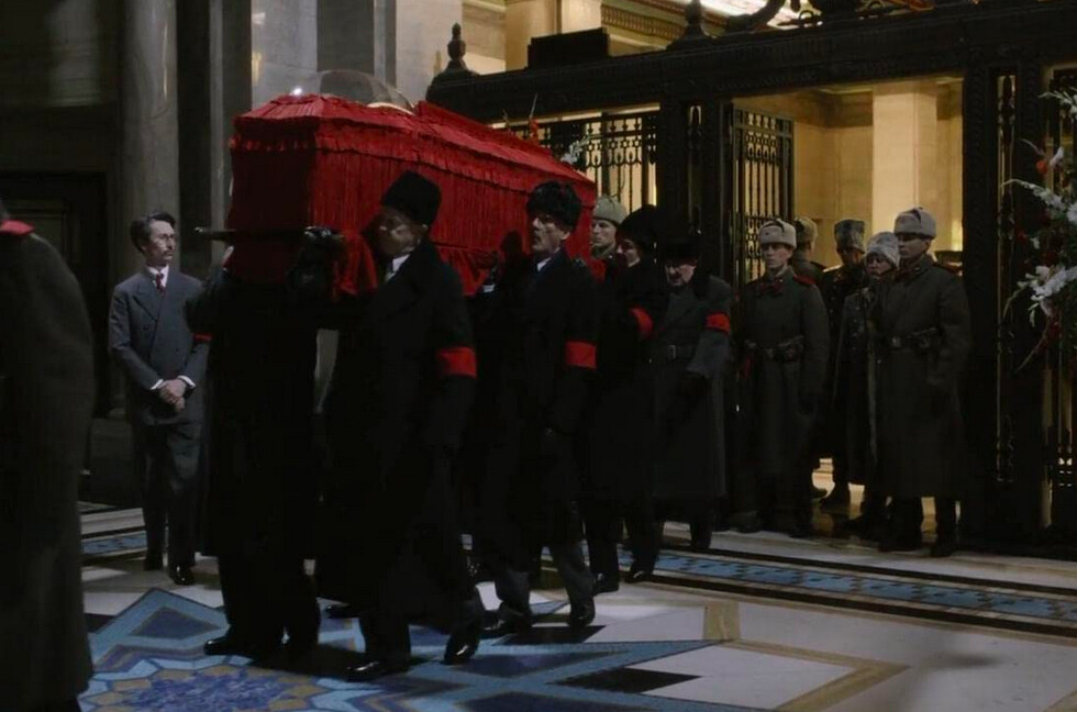 Pallbearers carry coffin in The Death of Stalin