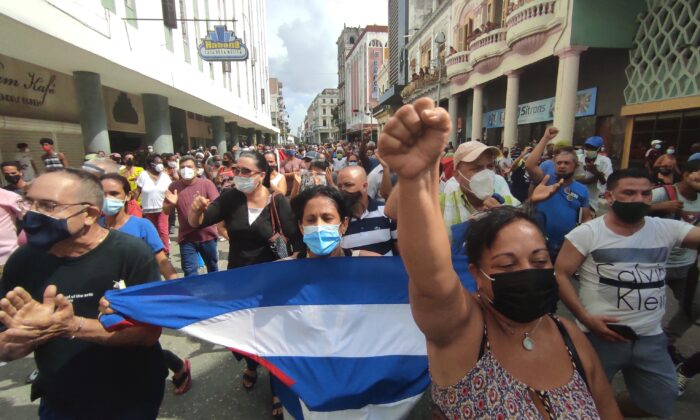 """People take part in a demonstration to support the government of the Cuban President Miguel Diaz-Canel in Havana, on July 11, 2021. Thousands of Cubans took part in rare protests Sunday against the communist government, marching through a town chanting """"Down with the dictatorship"""" and """"We want liberty."""" (Yamil Lage/AFP via Getty Images)"""