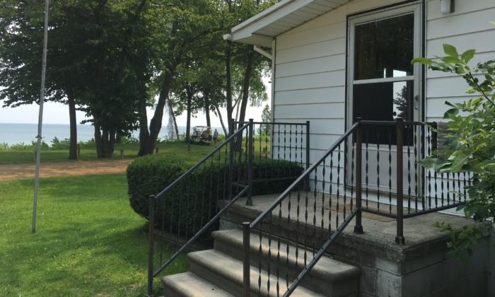 A short-term rental house on the shoreline in Lexington, Michigan, on July 20, 2021. (Steven Kovac/Epoch Times)