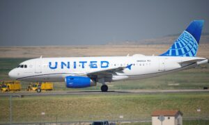 United Airlines Employees File Lawsuit Against Company Over COVID-19 Vaccine Mandate