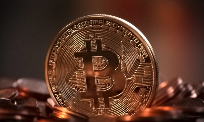 A Bitcoin cryptocurrency symbol on a coin. (Michael Wuensch/Pixabay)