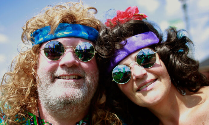 Judy Remo and John Micik wait to attend the concert marking the 40th anniversary of the Woodstock music festival in Bethel, N.Y., on Aug. 15, 2009. (Mario Tama/Getty Images)
