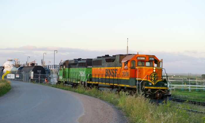 A freight train pulls out of the Hess Gas Plant in Tioga, N.D., on Aug. 20, 2013. (Karen Bleier/AFP via Getty Images)