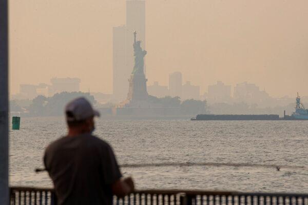 wildfire-smoke-in-ny-harbor