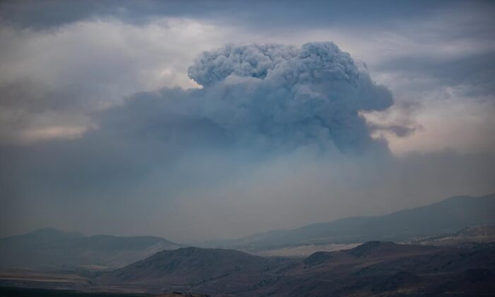 A pyrocumulus cloud, also known as a fire cloud, forms in the sky as the Tremont Creek wildfire burns on the mountains above Ashcroft, B.C., on July 16, 2021. (The Canadian Press/Darryl Dyck)