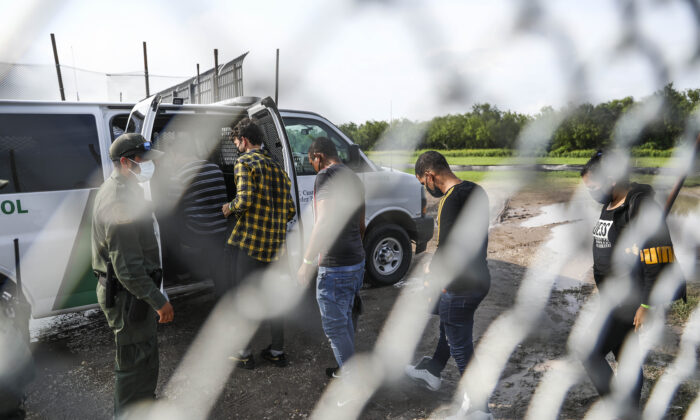 Border Patrol picks up illegal immigrants who crossed the Rio Grande from Mexico into Del Rio, Texas, on July 20, 2021. (Charlotte Cuthbertson/The Epoch Times)