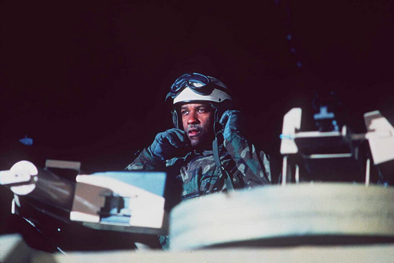 Tank commander in tank turret in Courage Under Fire
