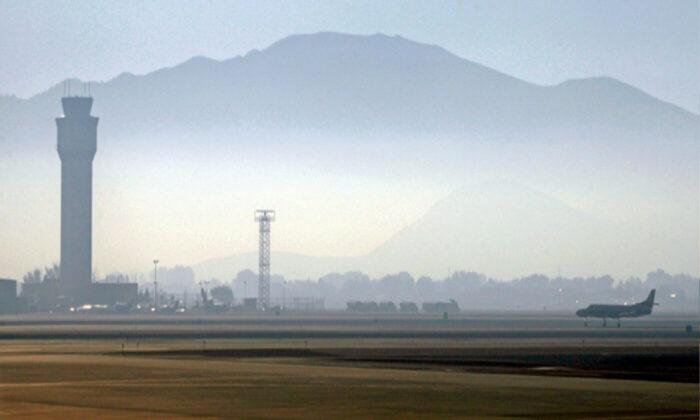 Smoke hangs over Reno-Tahoe International Airport as a plane takes off in Reno, Nev., on Sept. 24, 2014. (Martha Irvine/File/AP Photo)