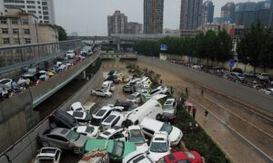 Driver Recalls Lucky Escape From Tunnel in Flooded Chinese City
