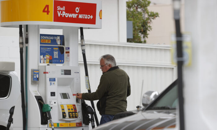 A customer prepares to pump gas at a Shell station in San Francisco, Calif., on July 12, 2021. (Justin Sullivan/Getty Images)