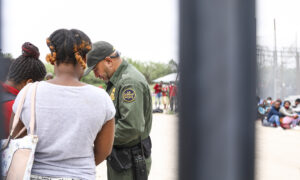 Over 800 Unaccompanied Children Crossing Border Illegally Apprehended in One Day