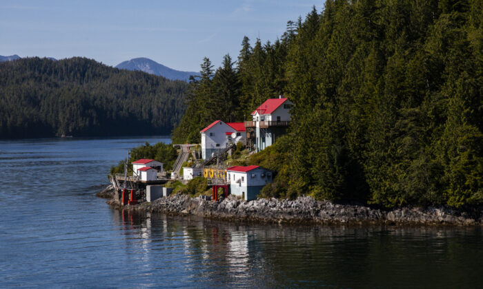 A fishing village along Alaska's Inside Passage. (Richard Seeley/Shutterstock)