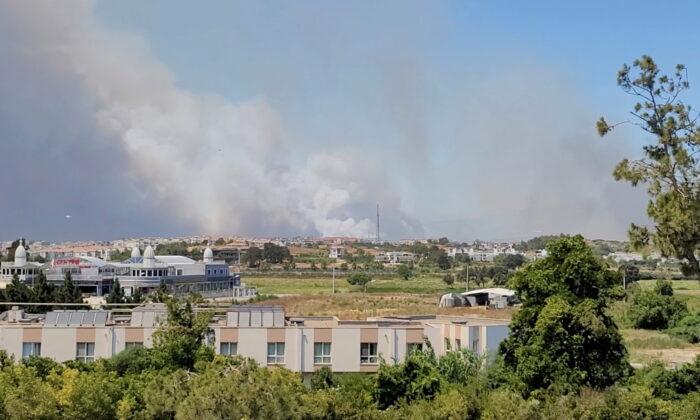 Smoke from a wildfire is seen in this still image taken from social media video in Manavgat, Antalya, Turkey, on July 28, 2021. (Twitter /@Onurburakcelik/via Reuters)