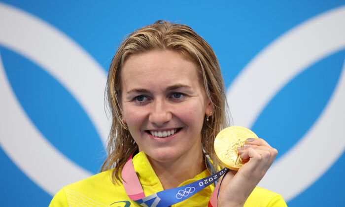 Ariarne Titmus of Team Australia poses with the gold medal for the Women's 200m Freestyle Final on day five of the Tokyo 2020 Olympic Games at Tokyo Aquatics Centre in Tokyo, Japan on July 28, 2021. (Al Bello/Getty Images)