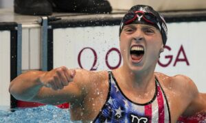 USA's Ledecky Wins Gold in Women's 1,500-Meter Freestyle at Olympics