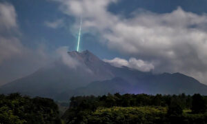 Photographer Captures the Moment a Meteor Appears to Shoot Into Mouth of Volcano in Indonesia