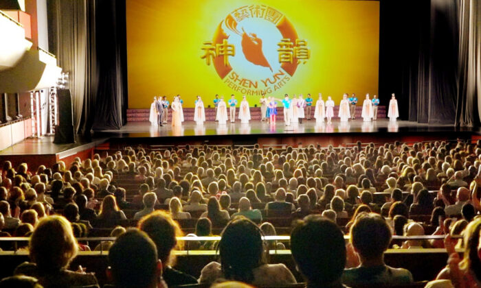 Shen Yun Performing Arts' curtain call at Pikes Peak Center for the Performing Arts, in Colorado Springs, July 2021. (NTD Television)
