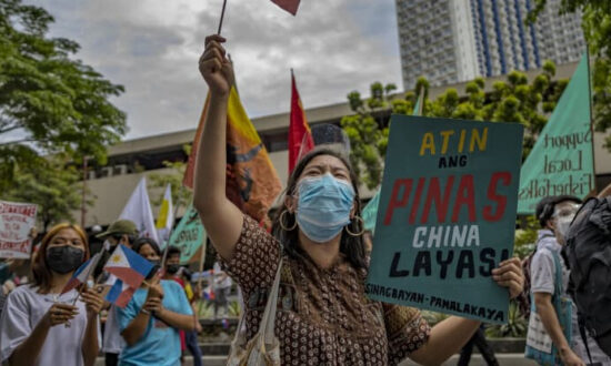 South China Sea Tension Brings the Philippines to a Crossroads