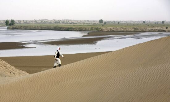 China's Driest Region Suffers Flood, Largest Desert Partly Becomes Lake