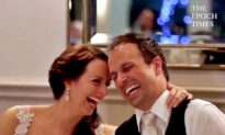 Man Delivers Hilarious and Emotional Speech at Brother's Wedding