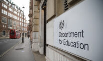 Minister Admits Just 25 Percent of Department's Civil Servants Are Back in Office