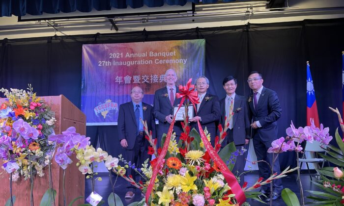 James Moriarty (L-2) and Scott Lai (L-3) at the Taiwanese Chamber of Commerce annual event in Milpitas, California, on July 31, 2021. (The Epoch Times)